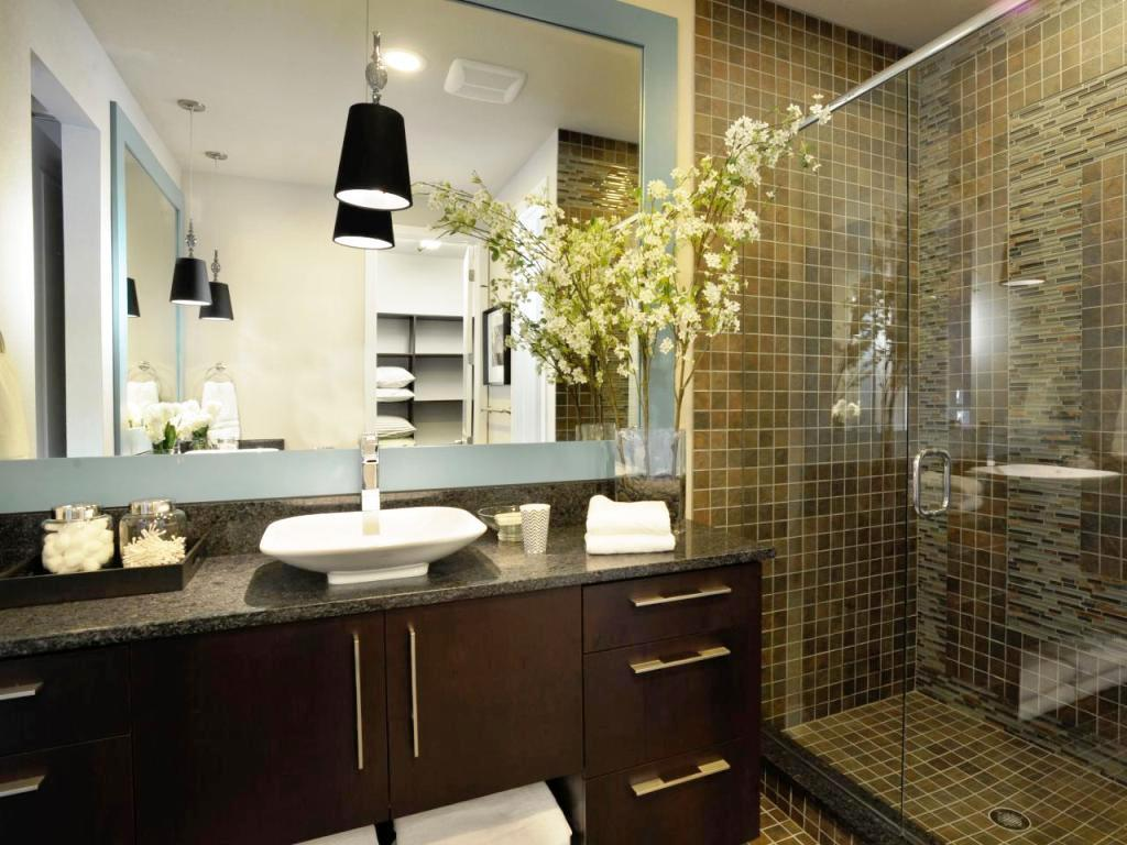 Image Of: HGTV Bathroom Renovations For Small Bathrooms