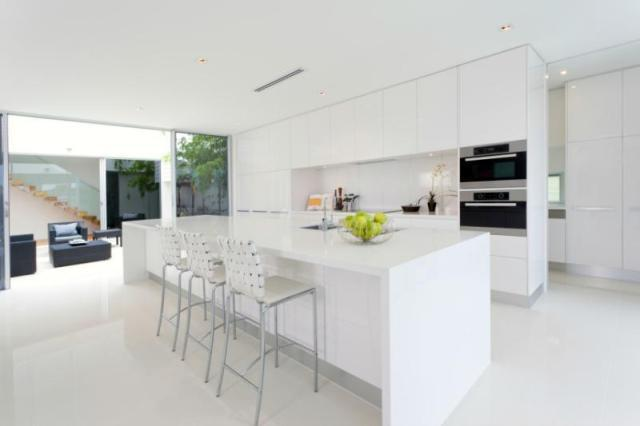 Image Of: White Modern Kitchen Bar Design Ideas