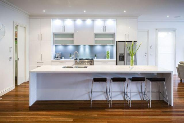 Ordinaire Image Of: White Modern Kitchen Ideas With Wooden Floors
